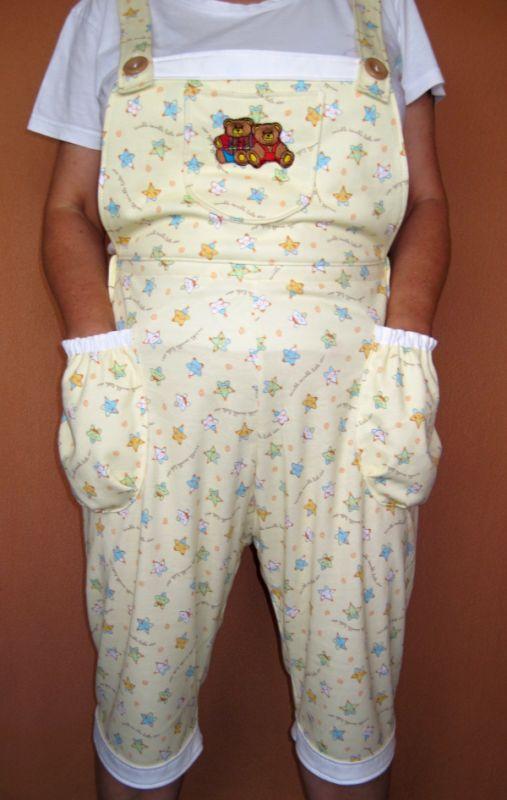 Krátké úpletové kalhoty s laclem