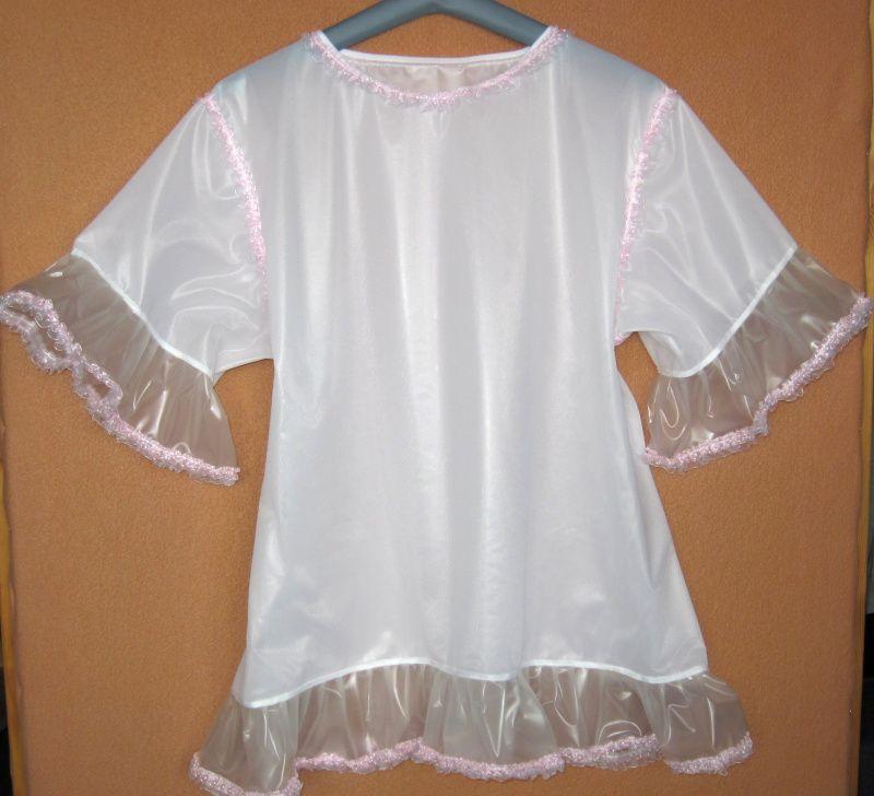 Noční košilka z PVC s velkými volánky