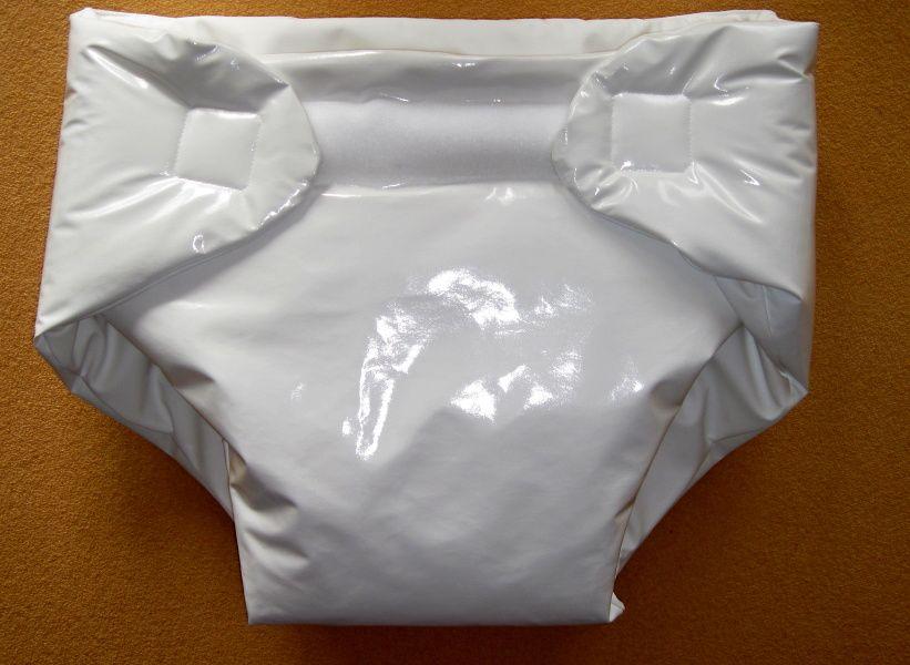 Polstrované zavinovací kalhotky z lakovky